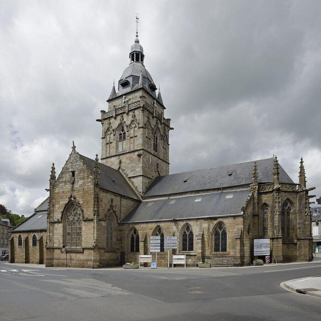 %C3%89glise Notre Dame de Villedieu les Po%C3%AAles - ACTIVITÉS & RESTAURATION - Location de Gite La Clef Decamp - Laclefdecamp.fr