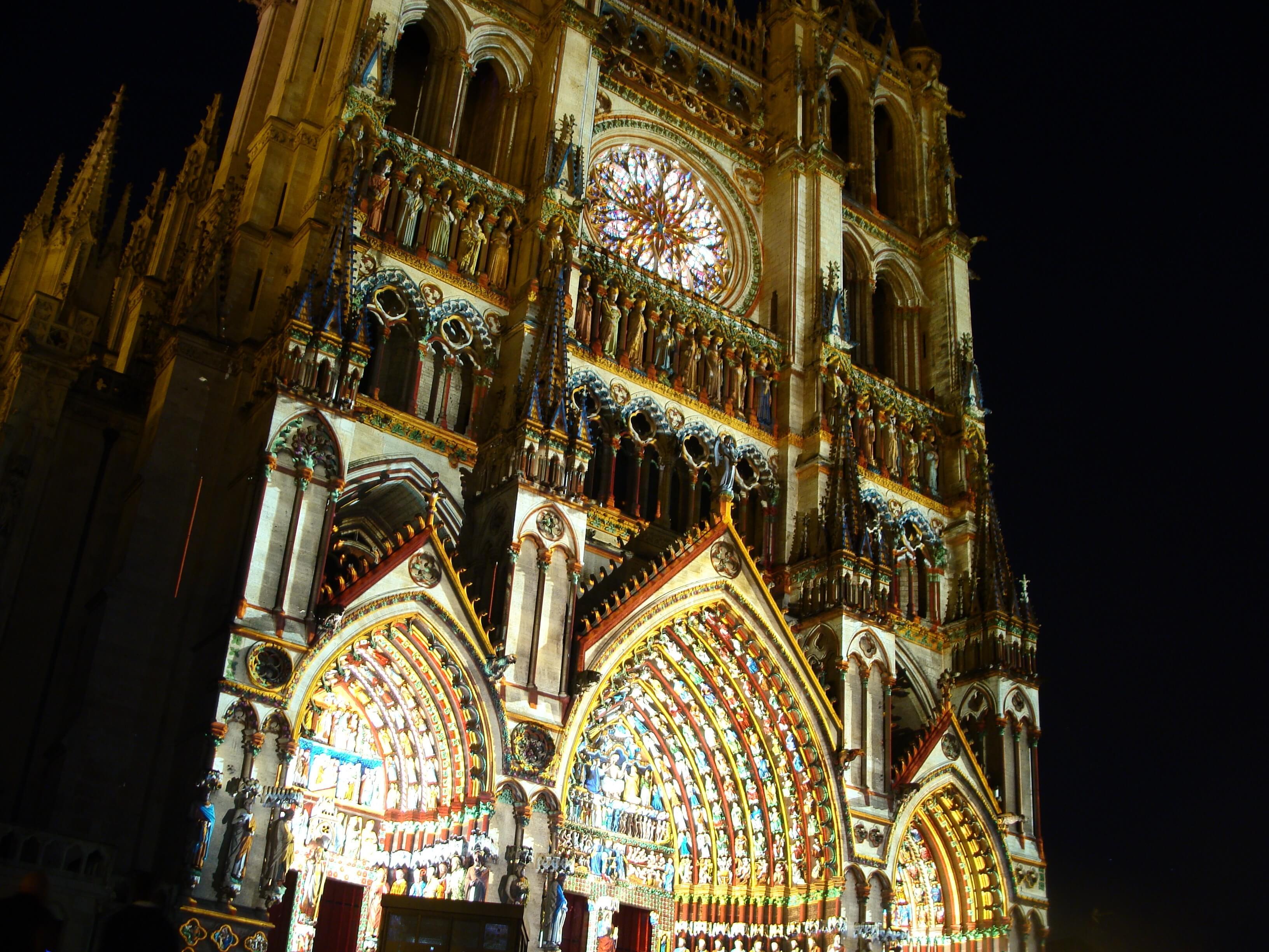 Cathedrale Amiens couleurs - ACTIVITÉS & RESTAURATION - Location de Gite La Clef Decamp - Laclefdecamp.fr