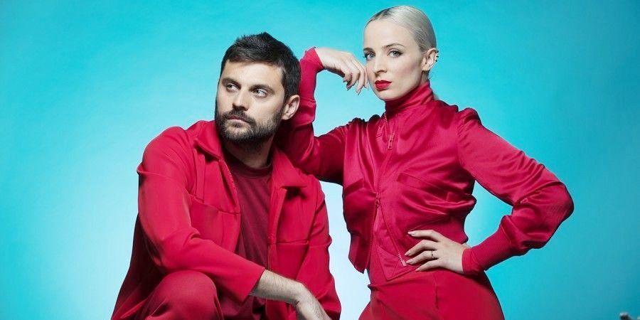 Madame Monsieur - Un Roi de l'Eurovision vient composer à Granville au gîte Les Roches Grises - Location de Gite La Clef Decamp - Laclefdecamp.fr