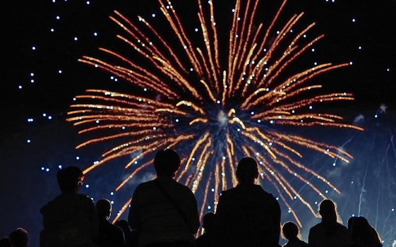 Ty Braz, votre gîte au cœur des festivités de la Baule la baule feu d artifice et concert au bord de la mer
