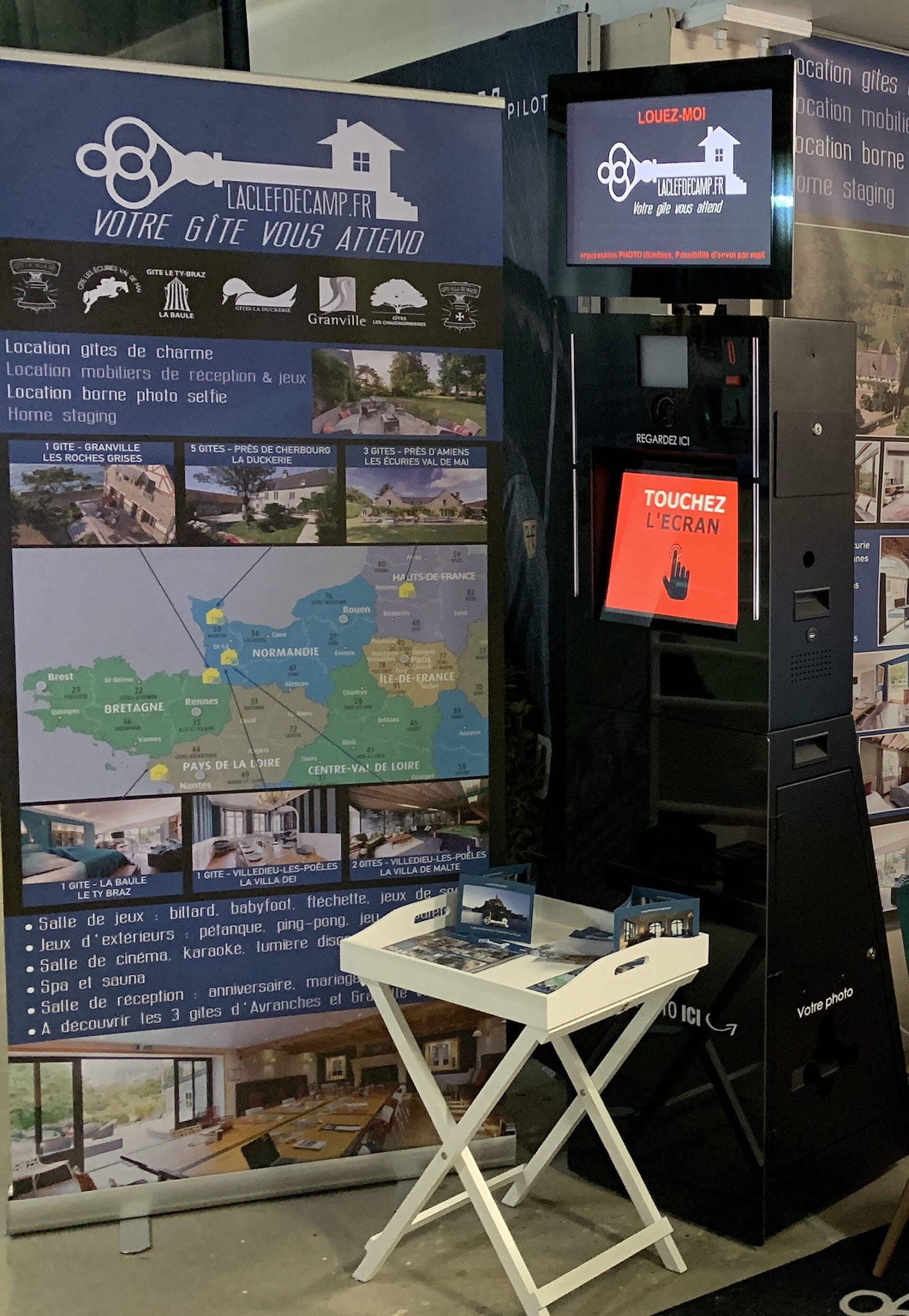 photobooth2 1 scaled - La Clef Decamp s'installe dans un bureau au cœur de ses gîtes - Location de Gite La Clef Decamp - Laclefdecamp.fr
