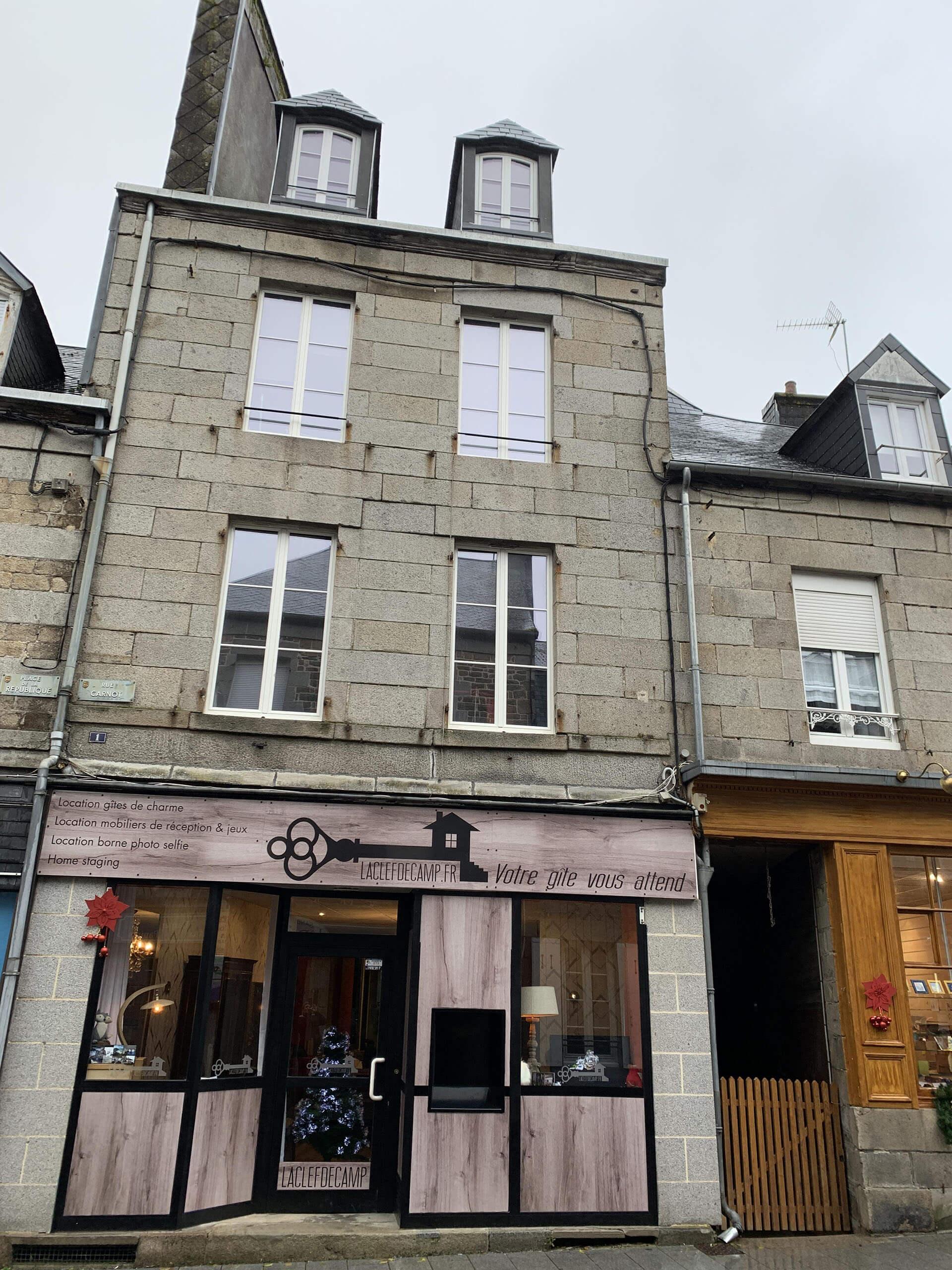 facade bureau laclefdecamp - La Clef Decamp s'installe dans un bureau au cœur de ses gîtes - Location de Gite La Clef Decamp - Laclefdecamp.fr