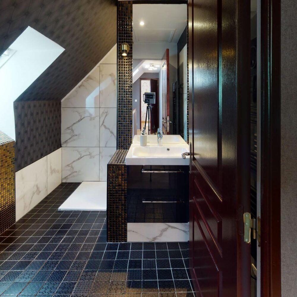Les-Chaignonnieres-Bathroom